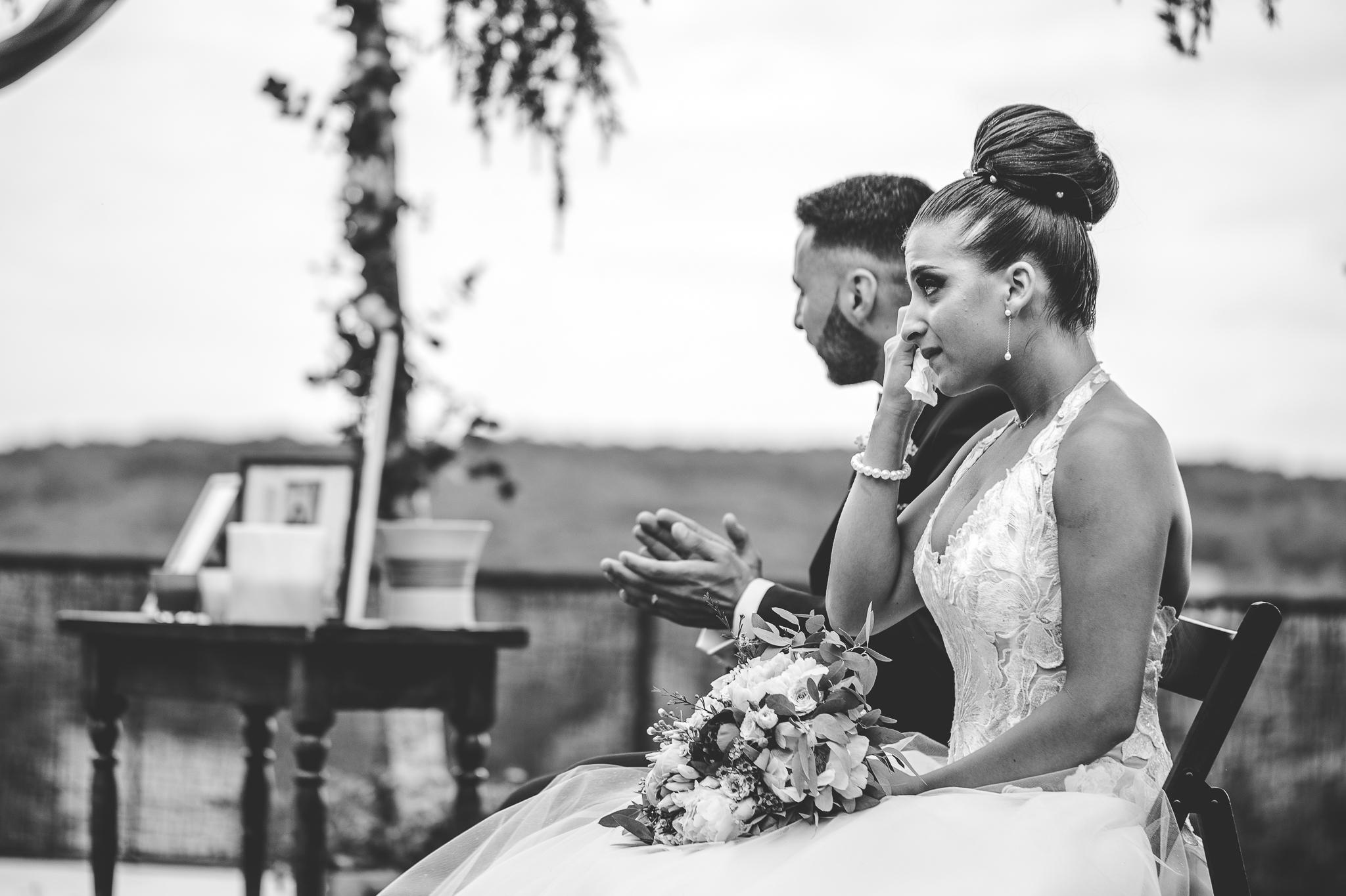 reportage mariage photo ceremonie laique exterieur emotions pleurs emotions chateau mons gers