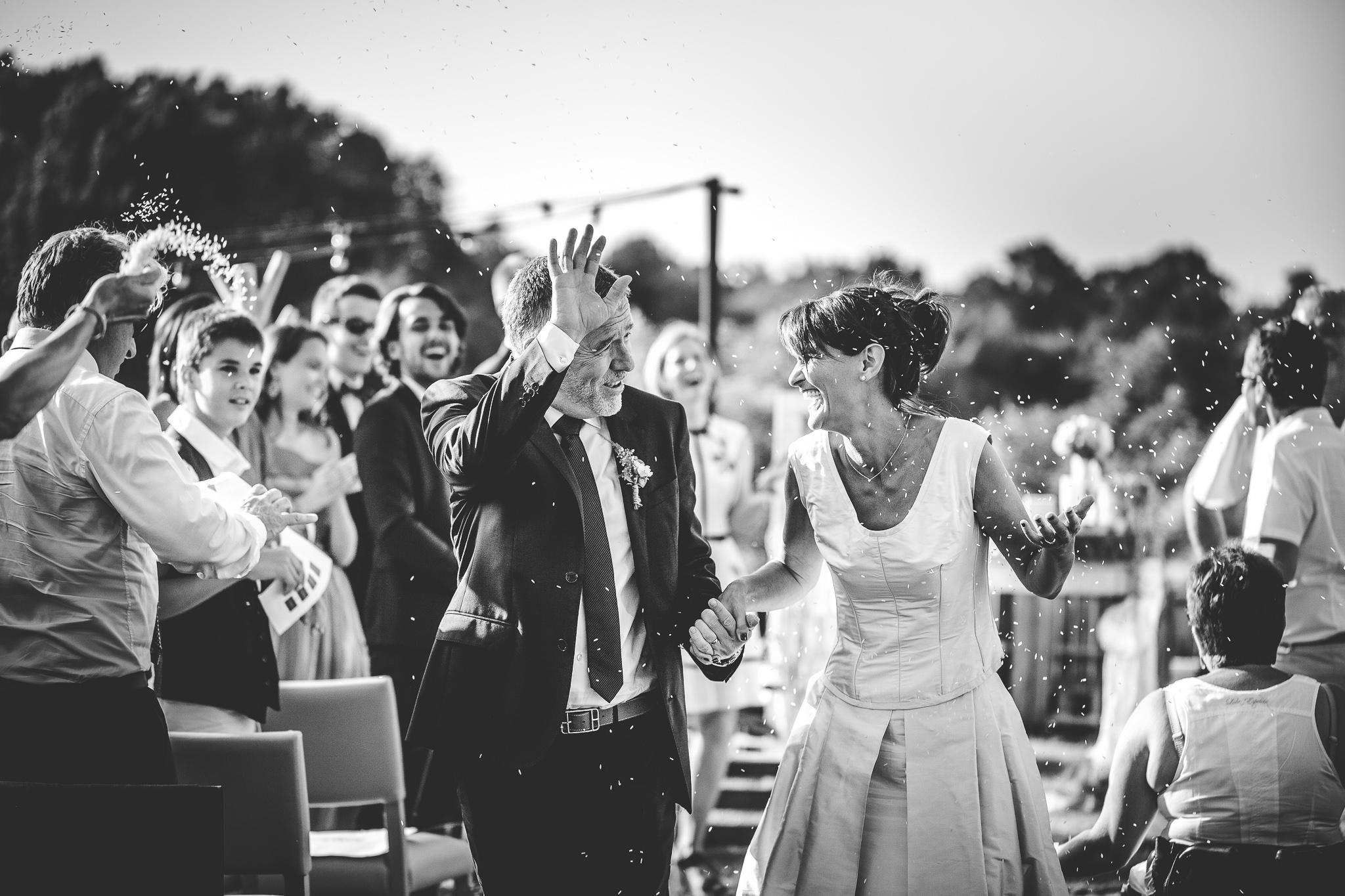 reportage mariage photo ceremonie laique exterieur sortie joie maries restaurant clapotis toulouse