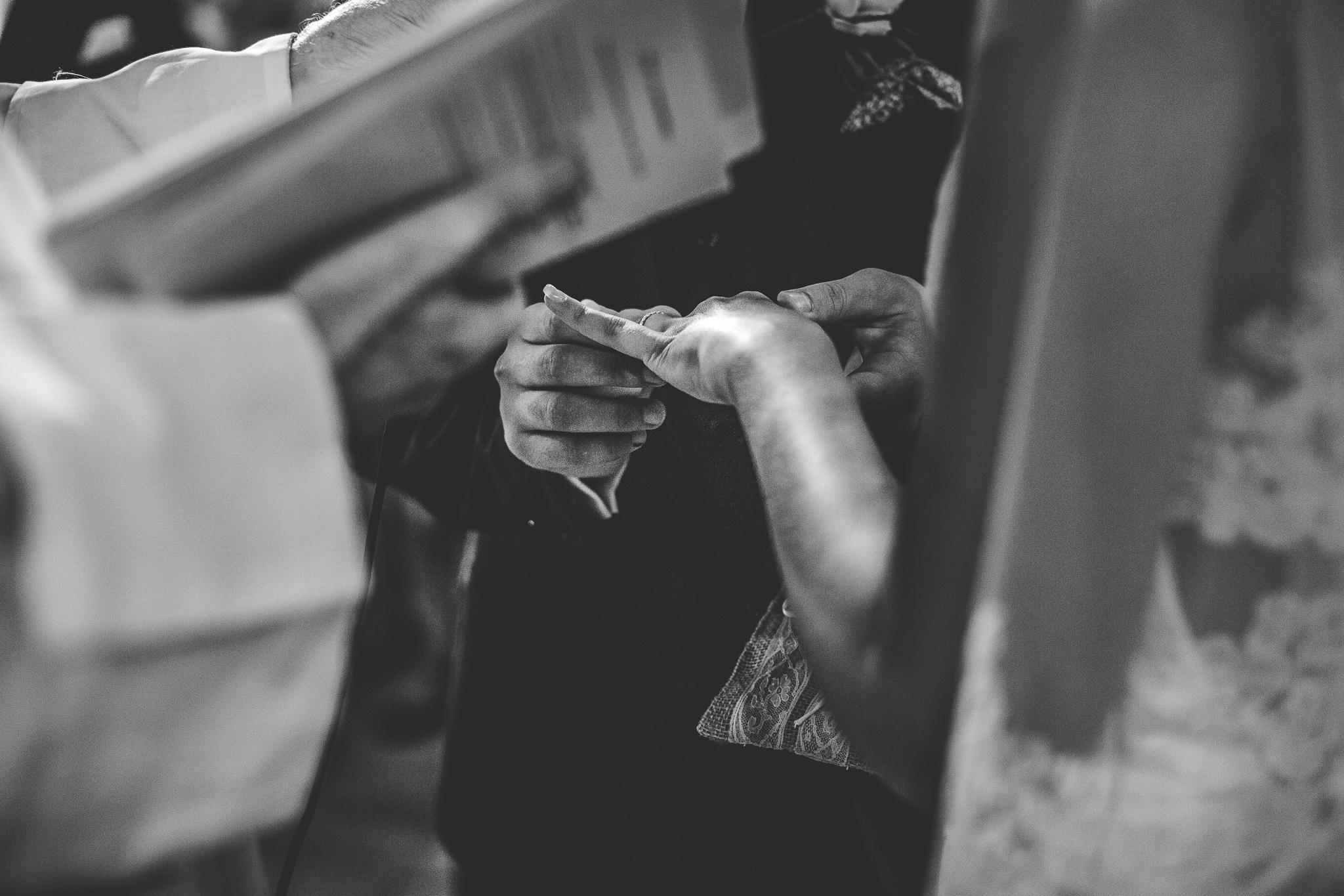 reportage mariage photo cereminie religieuse eglise catholique alliances details toulouse