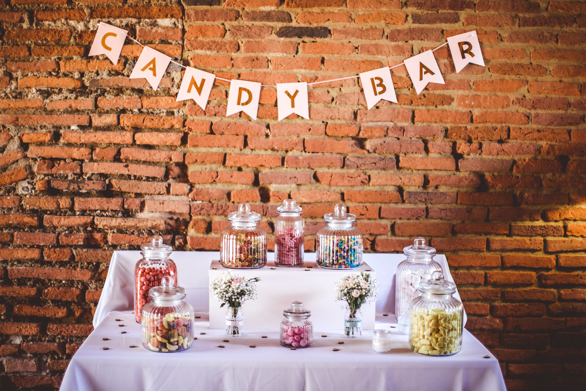 reportage mariage photo chateau launac decoration mariage brique orange toulouse fleurs table details cadeaux invites wedding day candy bar