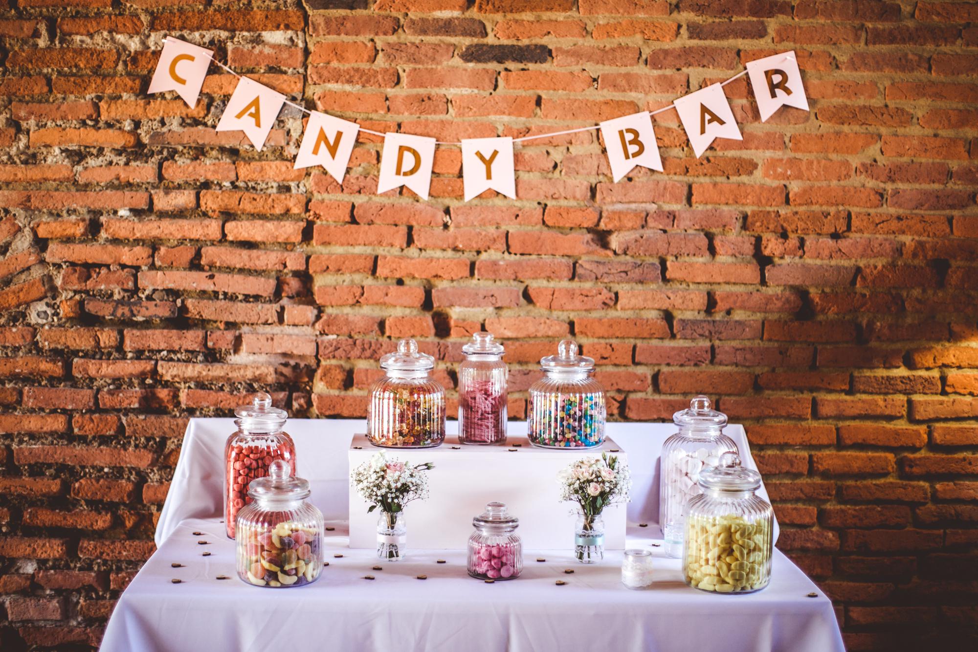 reportage mariage photo chateau launac decoration mariage brique orange toulouse fleurs table details cadeaux invites wedding day candy bar