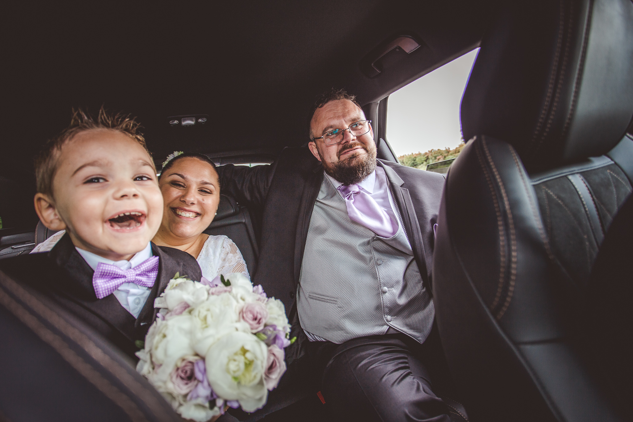 reportage mariage photo famille voiture maries enfant rire toulouse