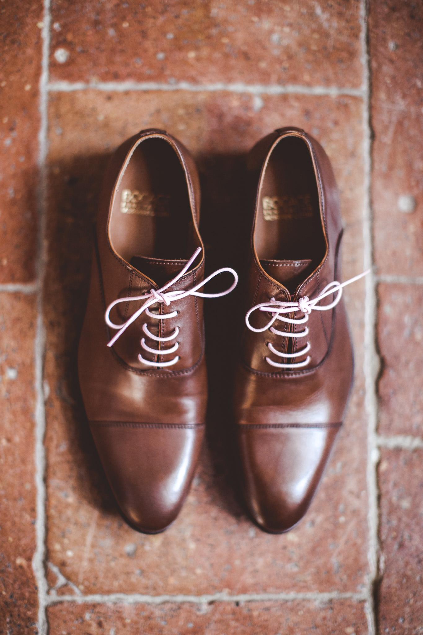 reportage mariage photo habillage preparatifs chaussures details le marie chateau lauanc