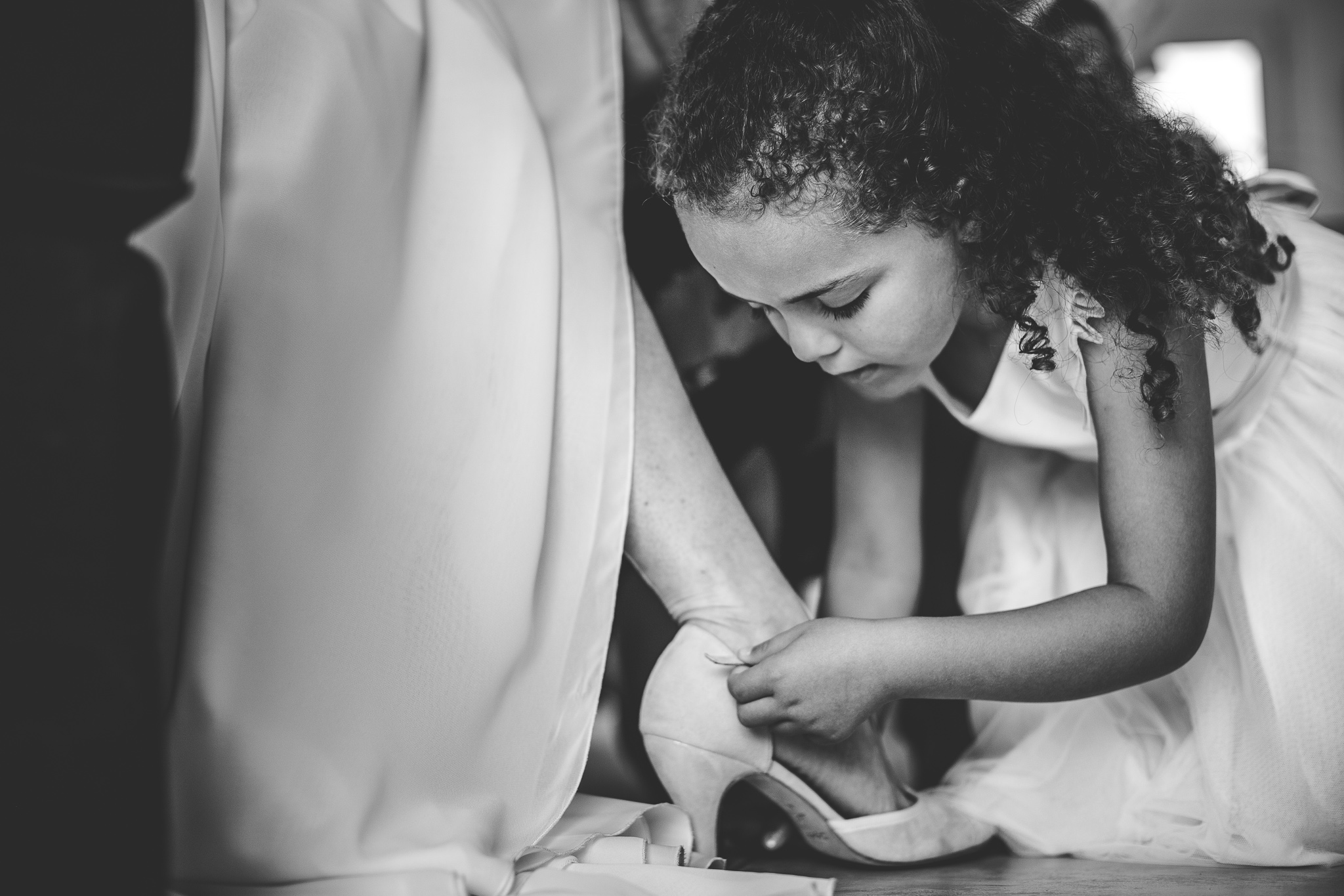 reportage mariage photo habillage preparatifs la mariee chaussures mere et fille toulouse