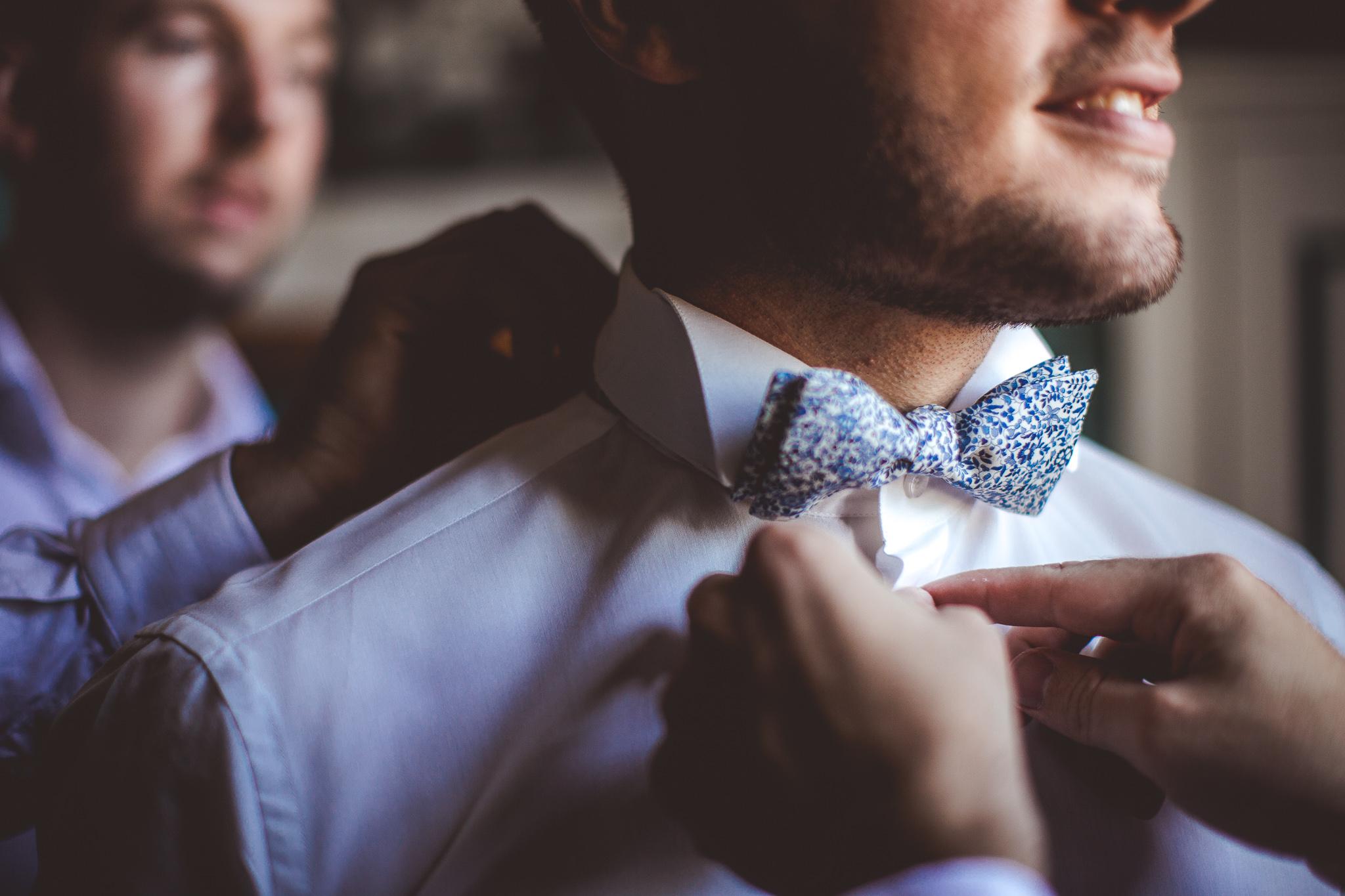 reportage mariage photo habillage preparatifs le mariee temoins details noeud papillon liberty domaine ronac toulouse