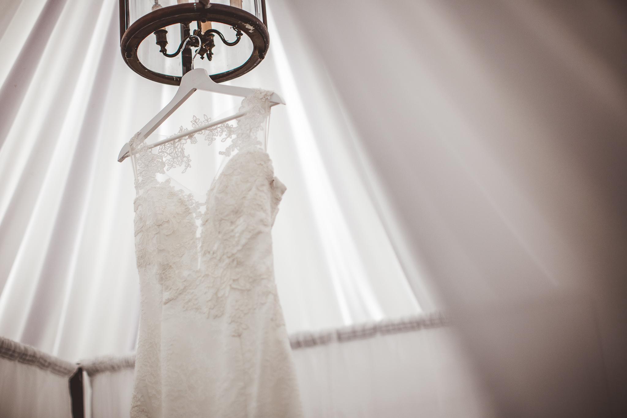 reportage mariage photo habillage preparatifs details robe la mariee domaine ronsac lodge toulouse