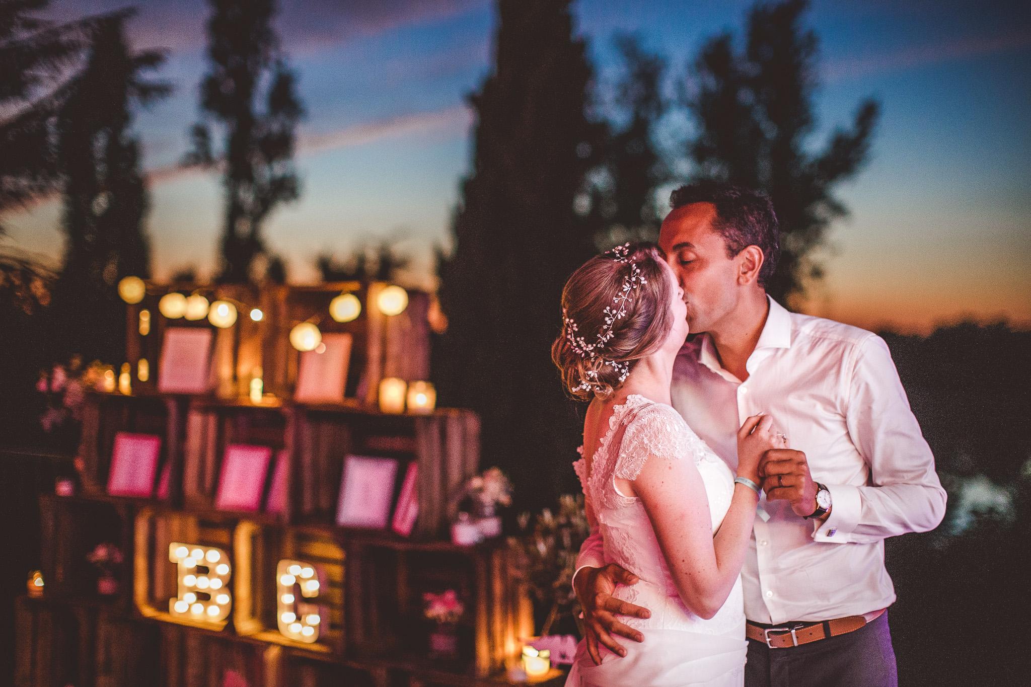 seance photo couple mariage a l'heure bleue golden hour chateau de launac