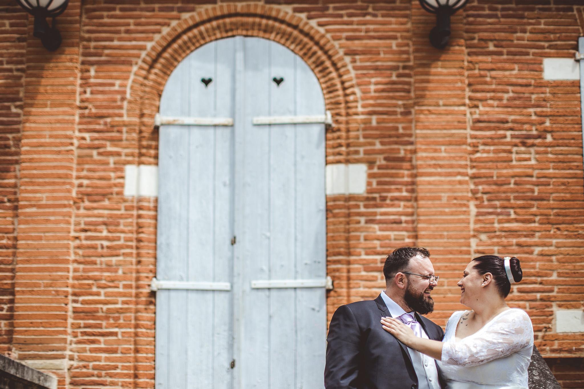 seance photo couple mariage dans parc l'union toulouse