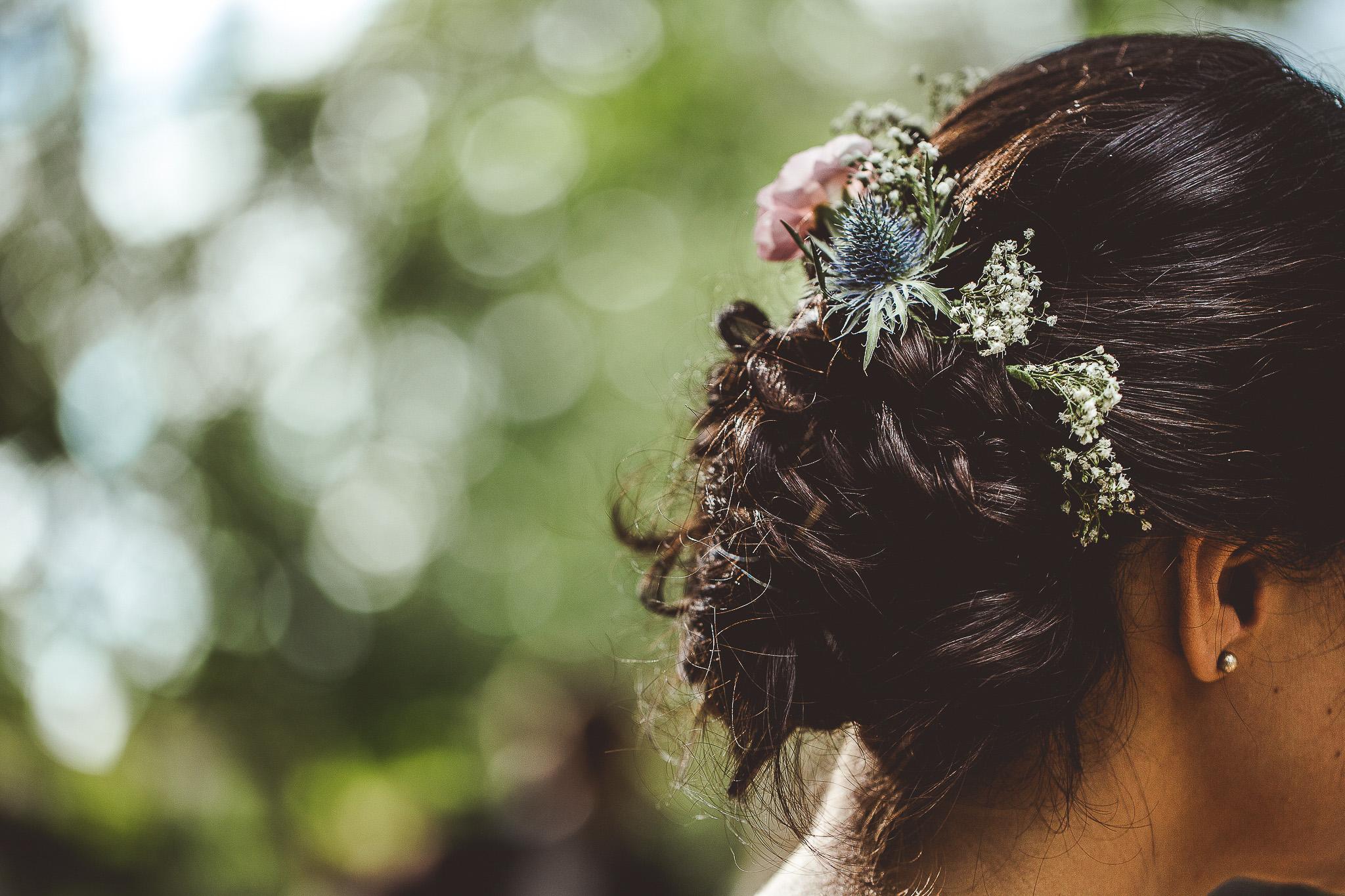 seance photo couple mariage details coiffure fleur la mariee cognac vignes charente