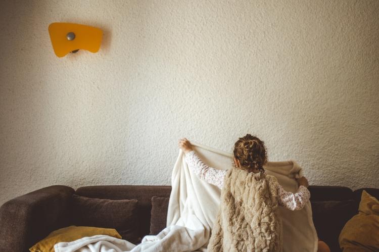 reportage photo quotidien documentaire vie famille enfant soeur jeu maison photo orginale a domicile toulouse