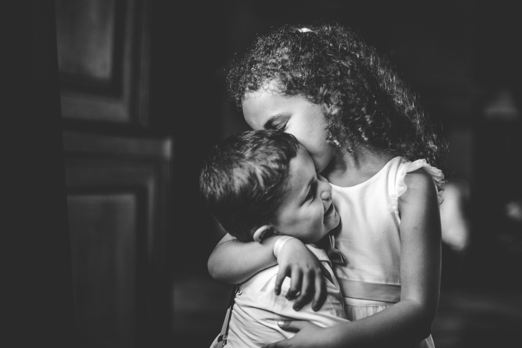 photo-mariage-cocktail-animation-jeux-enfants-surprise-emotions-maries-chateau-de-launac